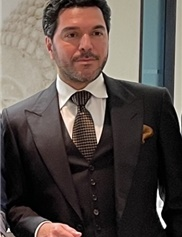 Alex Mesbahi Headshot